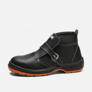 Safety footwear, ROBLE model  (S2+CI+SRC)